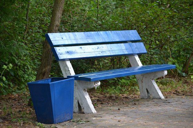ławka parkowa betonowa