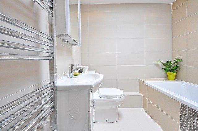 półki łazienkowe z lustrem